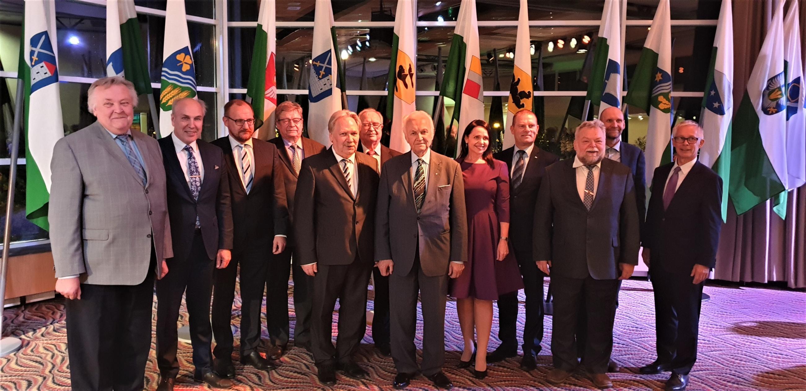 Omavalitsuspäevade korraldusmeeskond koos Arnold Rüütliga